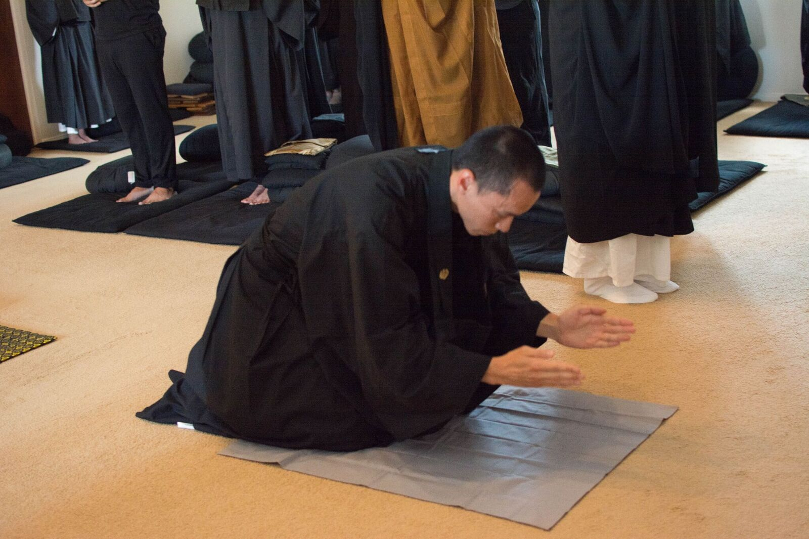 Juzen bowing2