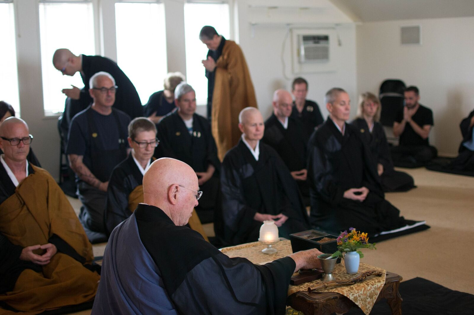 Sangha bowing2