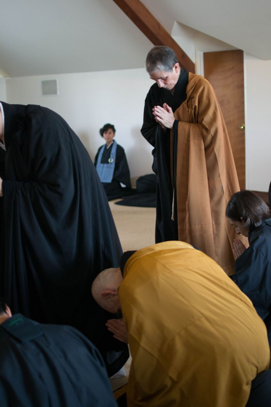 Sangha bowing4